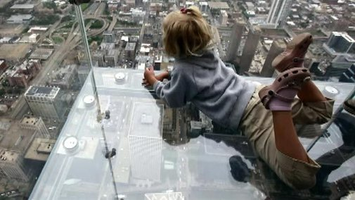 Protective layer on The Ledge at Chicago's Willis Tower cracks as visitors stand on it | Fox News