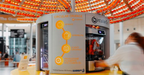 A New Circular Juice Machine Turns Orange Peels into Bioplastic Cups | Colossal