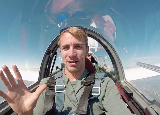 Zero ground speed. Glider stationary in wave lift - YouTube