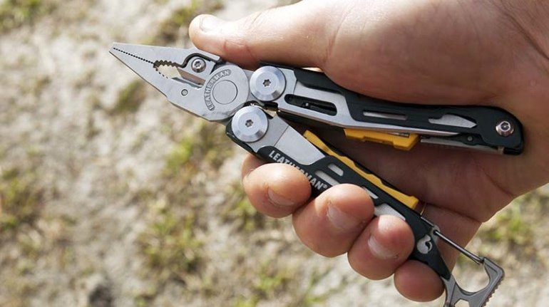 Leatherman Signal: 19-in-1 Multitool For Outdoors